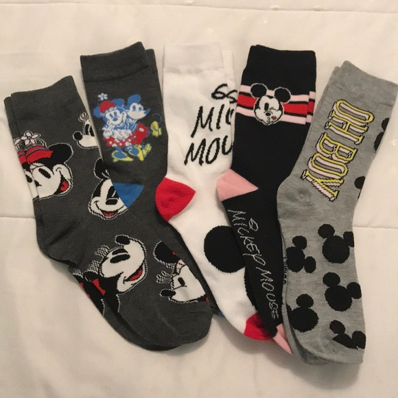 NWT 6 Pair Women/'s Disney Mickey Mouse No Show Socks 9-11 All Different